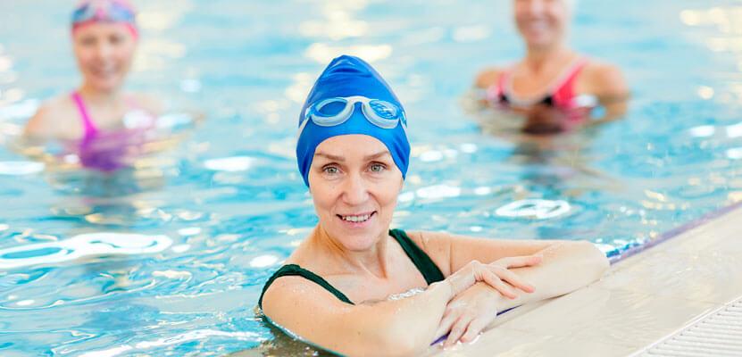 Beneficios del ejercicio en piscina para mayores